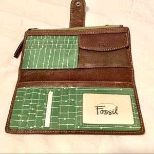 NWOT Fossil brown leather wallet